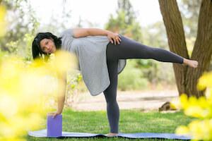 שיעורי יוגה עם פיזיותרפיסטית רצפת אגן