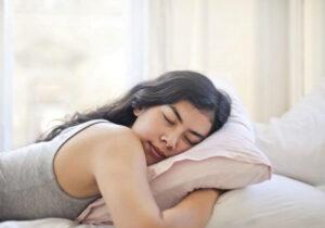 ללכת לישון כדי למנוע פציעות זה אחד ההרגלים הכי חשובים להכניס לחיים ולשגרה