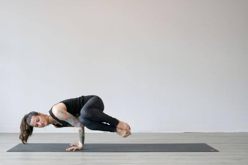 רגל על רגל ובטן אסופה הם שני הרגלים מאד נפוצים אצל נשים ויכולים לפעמים להוות בעיה, להקשות על התפקוד האידיאלי של רצפת האגן